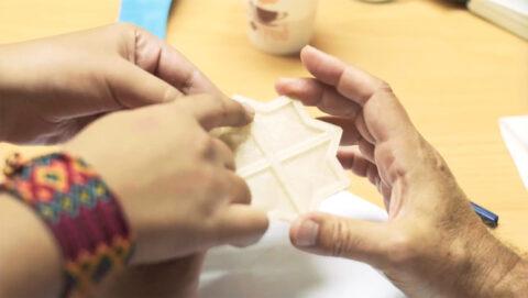 Prototypage d'un carreau imprimé en 3D avec un filament de bioplastique à base d'algues, Traveling School au Caire, septembre 2018., © Victor Picon