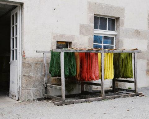 Recherche de couleurs en teinture végétale pour le projet Tutti Frutti et les projets de la Tour LUMA, © Max Félix