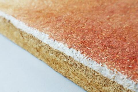 Panneau pressé produit à partir de coproduits agroalimentaires et de mycélium, coloré avec des pigments minéraux., © Atelier LUMA