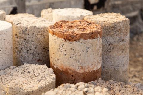 Echantillons de pisé formulés à partir de terre crues et minéraux revalorisés, © Adrian Deweerdt
