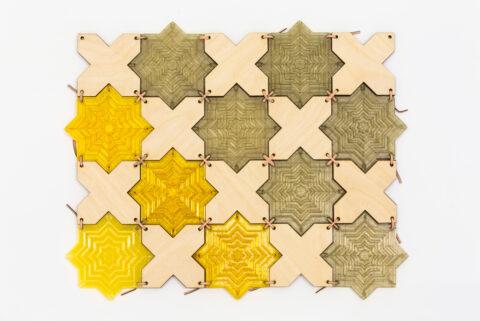 Prototype d'un tapis de bain composé de motifs antidérapants imprimés en 3D, associés à du bois de palmier égyptien.  Par Esraa Fathy, produit pendant la Travelling School du Caire, septembre 2018., © Joana Luz