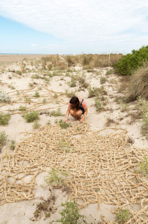 Braiding and weaving rice straw for dune protection, developed during the May Your Rice Never Burn workshop, © Atelier LUMA