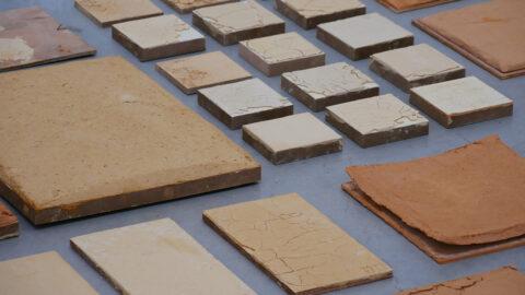 Echantillons de recettes d'enduits formulés à partir de terre crue., © Adrian Deweerdt