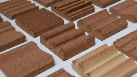 Tests et prototypes de carreaux de terre cuite produits à partir d'argiles revalorisées., © Adrian Deweerdt