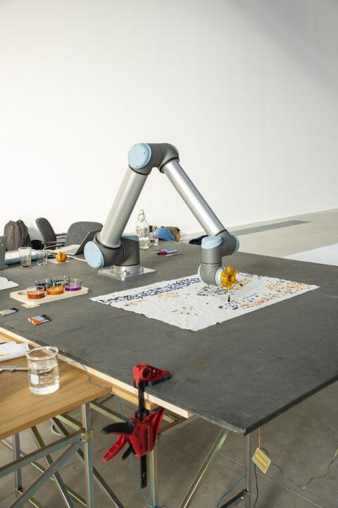 Essais d'impression à l'aide d'un robot, d'encres textiles pigmentées avec des micro-algues., © Joana Luz