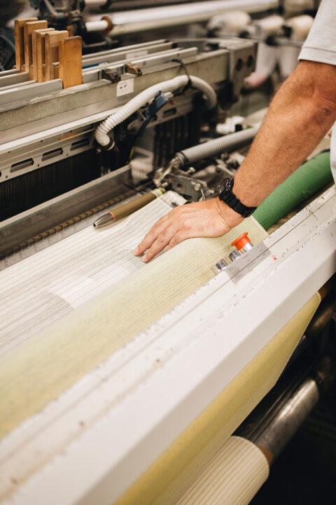 Tissages des moustiquaires en fil papier du projet Tutti Frutti., © Mathilda Perrot