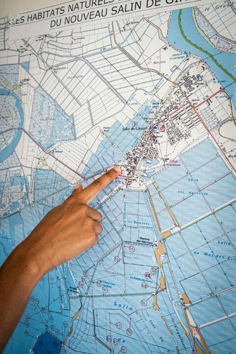 Carte des salins de Camargue dans le delta du Rhône, © Adrian Deweerdt