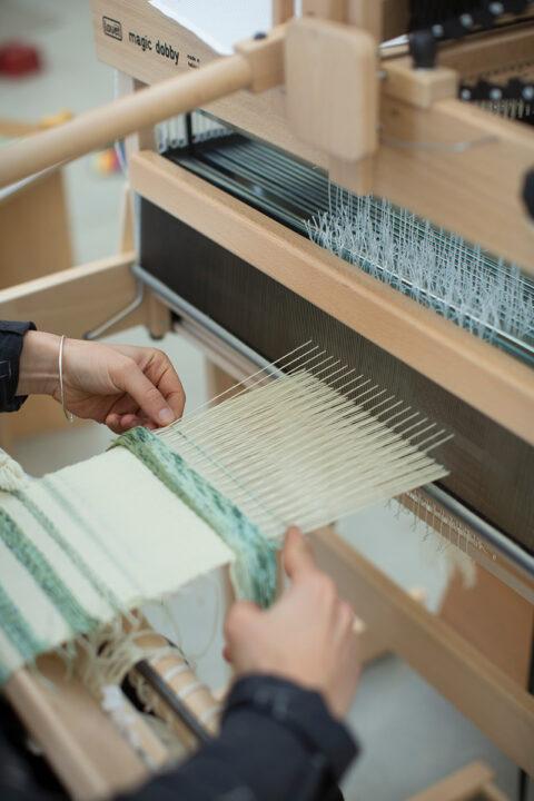 Recherches de tissage pour maquettes textiles, en collaboration avec Buro Bélen., © Joana Luz